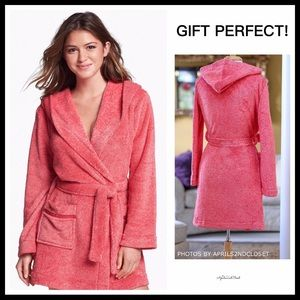 HOODED PLUSH SUPER SOFT SHORT ROBE WITH POCKETS
